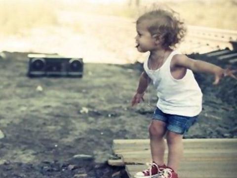 3个字的起名女生头像唯美a女生_游戏网名字粉色女生背景图片